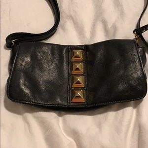 Línea Pelle black leather crossbody